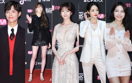 Thảm đỏ MAMA 2018 tại Nhật: Mỹ nhân kém nổi lấn át Lee Sung Kyung vì sexy bùng nổ, BTS, Park Bo Gum quá đẳng cấp