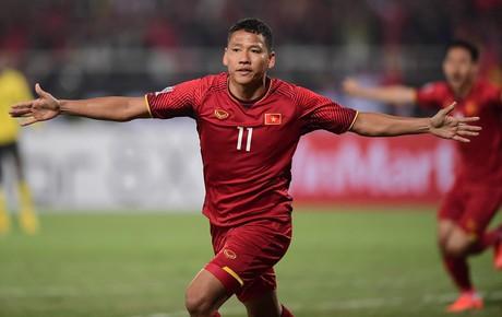 Việt Nam 1-0 Malaysia (H2): Văn Lâm cứu thua xuất thần