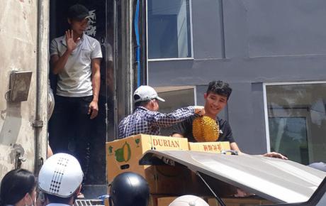 """Chia sẻ thêm của tài xế vụ """"giải cứu"""" 17 tấn sầu riêng ở Hà Nội: Tôi đã rất cố gắng giải thích nhưng nhiều người không nghe"""
