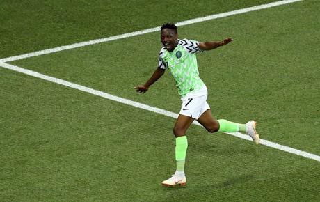 Nigeria quật ngã Iceland, thắp hy vọng cho Messi