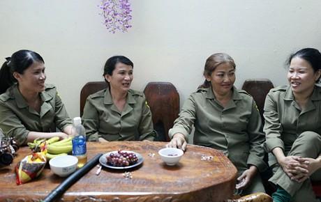 """""""Chung cư không chồng"""" ở Đà Nẵng: Nơi những người phụ nữ đùm bọc, làm tất cả việc của đàn ông kể cả bảo vệ tổ dân phố"""