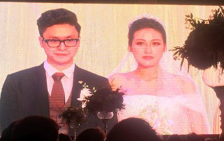 Tú Anh rơm rớm nước mắt trong thời khắc cử hành hôn lễ với bạn trai kém tuổi