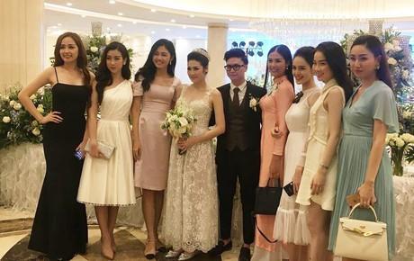 Kết thúc lễ cưới, vợ chồng Tú Anh vui vẻ chụp ảnh cùng dàn khách mời toàn các mỹ nhân Vbiz