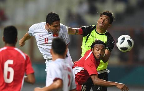 TRỰC TIẾP (H1) Olympic Việt Nam 0-0 Olympic Nepal: Anh Đức đánh đầu chệch cột dọc