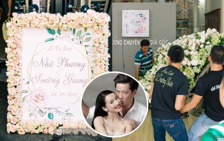 Nhà Nhã Phương đã trải thảm, bày trí ngập tràn hoa tươi chuẩn bị cho hôn lễ chiều nay