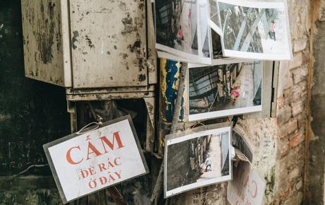 """Hình ảnh người xả rác bừa bãi bị dán chi chít trong khu phố ở Hà Nội: """"Cấm mãi không được chúng tôi mới làm như vậy"""""""