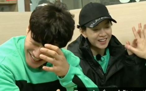 Tiến triển mới của SpartAce: Song Ji Hyo và Kim Jong Kook cuối cùng cũng đan tay vào nhau rồi!