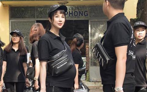 Sao Việt mặc đơn giản đi từ thiện: trông tối giản nhưng thật ra thì cũng đồ hiệu cả cây