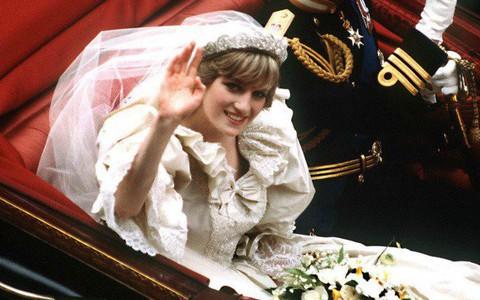 Thật bất ngờ: hóa ra ngoài chiếc váy cưới chính thức, Công nương Diana còn có một chiếc váy cưới bí mật khác