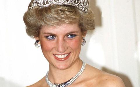Không chỉ mỗi thời trang, Công nương Diana cũng có 6 bí mật về trang điểm, trong đó có 1 điều còn phá vỡ quy tắc Hoàng gia