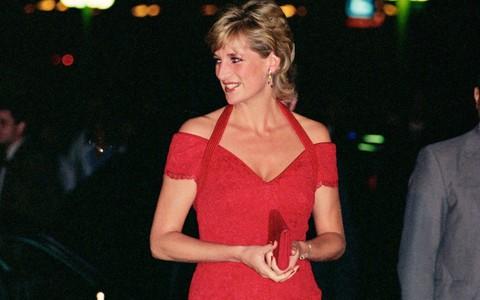 Nếu không ngắm Công nương Diana diện đầm sexy, chắc không nhiều người để ý bà lại sở hữu vóc dáng nuột nà đến vậy