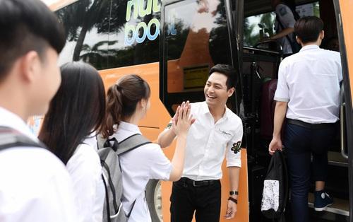 MC Phan Anh bất ngờ xuất hiện trên xe buýt tiếp năng lượng, thêm sức bền mùa thi của Nutriboost