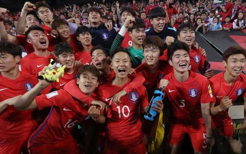 """""""Messi Hàn Quốc"""" ghi bàn đẳng cấp, đội chủ nhà đánh bại U20 Argentina"""
