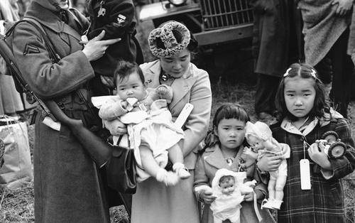 18 hình ảnh lịch sử ám ảnh về cuộc sống bị giam lỏng của người Mỹ gốc Nhật tại các trại tập trung