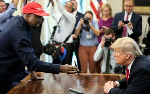 """Cười bò với Kanye West: Đặt mật khẩu iPhone là """"000000"""", đòi Apple làm máy bay theo ý tưởng đạo nhái để khoe với Tổng thống"""