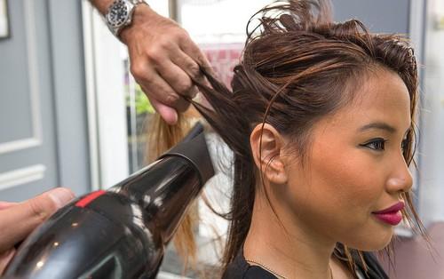 Từ thói quen nhiều bạn gái hay mắc phải đến căn bệnh trứng tóc không thể coi thường