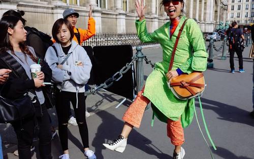 Nhìn qua loạt street style đỉnh nhất Tuần lễ thời trang Xuân-Hè 2019, chắt lọc được ngay 8 xu hướng này