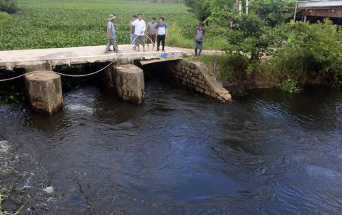 Nam thanh niên 23 tuổi lao xuống sông cứu sống 2 mẹ con bị đuối nước