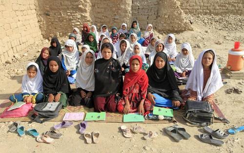 Hiện thực phũ phàng bên trong lớp học các nước thế giới: Có những nơi chỉ cần được đi học là hạnh phúc