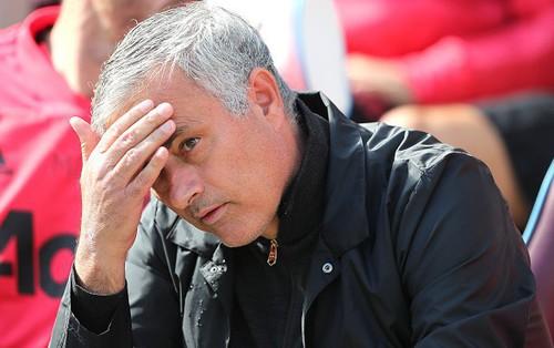 Báo Anh nêu danh tính 6 cầu thủ MU làm phản Mourinho
