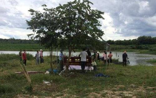 Hoảng hồn phát hiện thi thể người phụ nữ bị phân huỷ, nổi trên sông buôn Buôr