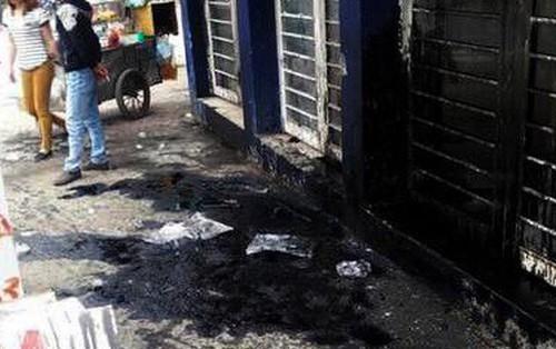 """Em trai trốn nợ, chủ tiệm cầm đồ liên tục """"khủng bố"""" nhà anh trai bằng chất bẩn"""