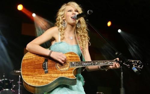 """Album """"Taylor Swift"""" tròn 12 tuổi: Hình tượng """"Công chúa nhạc đồng quê"""" giờ chỉ mãi là ký ức"""