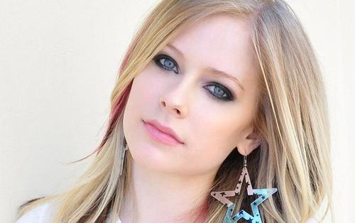 Căn bệnh này đã khiến ca sĩ Avril Lavigne phải sống ẩn thân suốt 5 năm qua và có lúc cảm thấy mình đã cận kề cái chết
