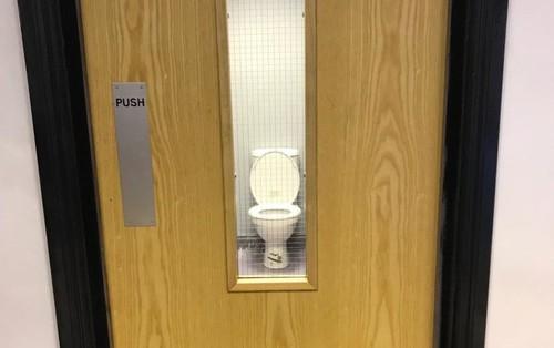 """Chùm ảnh: Muôn hình vạn trạng những nhà vệ sinh có thiết kế xứng đáng được trao danh hiệu """"tệ nhất quả đất"""""""