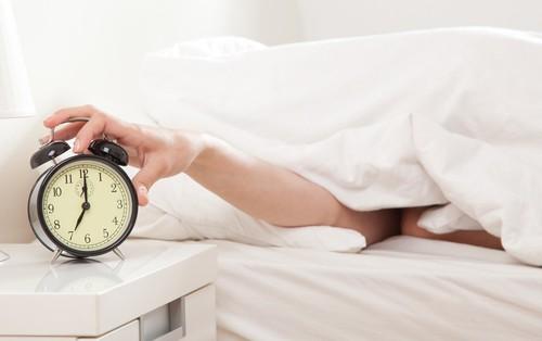 Thói quen giới trẻ rất hay mắc phải vào buổi sáng nhưng ít người biết đến tác hại của nó