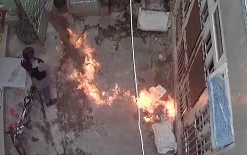 Vụ tranh giành quyền nuôi con gái 7 tuổi: Người mẹ được cho là phóng hỏa, tự đập đầu khi đến thăm con lên tiếng