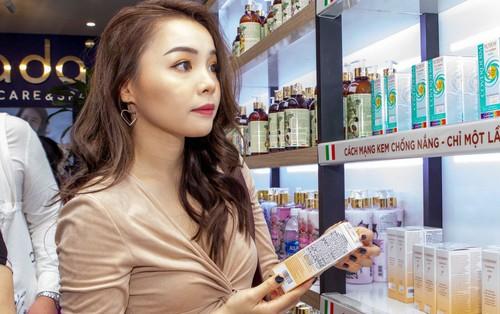 Trinh Phạm và Linh Chi (The Face) háo hức với thiên đường chăm sóc da mới tại Sài Gòn