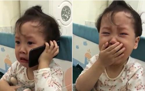 """Đáng yêu """"rụng"""" tim: Cô bé 3 tuổi khóc lóc gọi điện cầu cứu ông nội vì bị bố trêu đến không ngủ được!"""