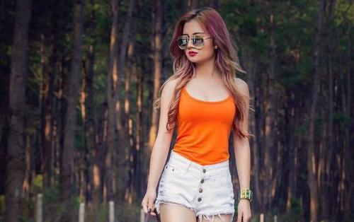 """Dân mạng """"truy lùng"""" nữ CĐV Myanmar xinh đẹp, nóng bỏng ngồi phòng VIP xem AFF Cup"""