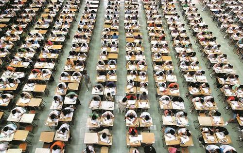 Những điều kỳ dị chỉ có trong kỳ thi ĐH ở Hàn Quốc: Tặng giấy vệ sinh để