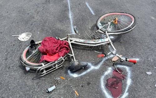 Chạy xe đạp, 1 học sinh lớp 6 bị xe tải kéo lê, cán dập chân