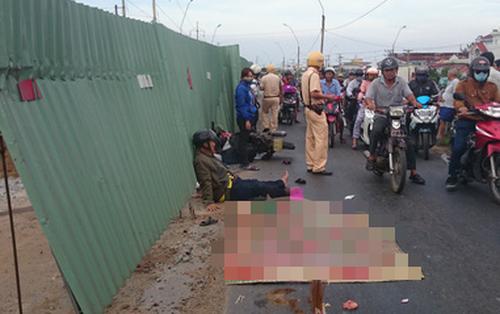 Thương vợ bị xe tải cán chết, chồng bị thương nặng không đi cấp cứu