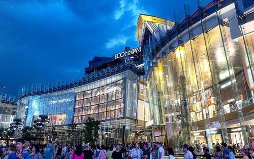 Trai xinh gái đẹp check-in Iconsiam - trung tâm thương mại lớn khủng khiếp và là niềm tự hào mới của Thái Lan
