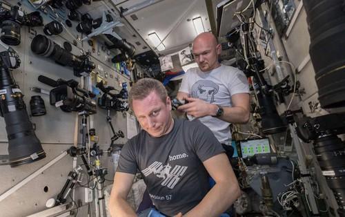 Phi hành gia Mỹ dùng máy ảnh 500 triệu để chụp Trái Đất, nhưng
