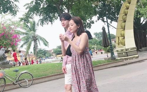 """Chi Pu và """"bạn trai tin đồn"""" người Hàn bị bắt gặp thoải mái dạo phố Hội An cùng nhau"""