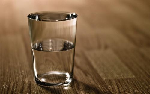 Ai cũng nghĩ mỗi ngày phải uống nhiều nước nhưng không hề biết sẽ có hiện tượng dư thừa nước và cách phòng tránh tình trạng này như thế nào