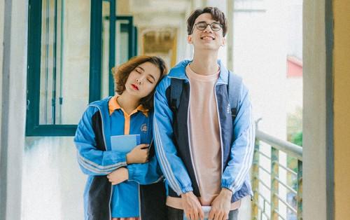 Mặc đồng phục, chụp ảnh ở những góc quen thuộc của trường, cặp đôi 10x cho ra đời bộ ảnh siêu lãng mạn, tình bể bình