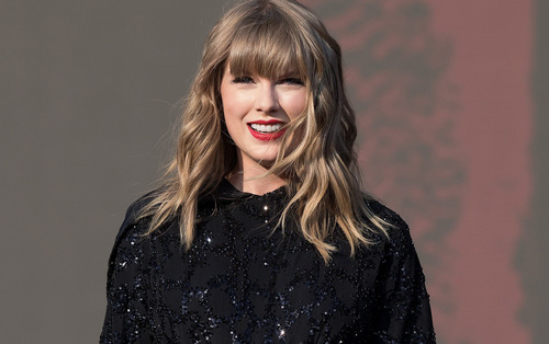 Hợp đồng trăm triệu đô chưa đủ, Taylor Swift còn tiện thể