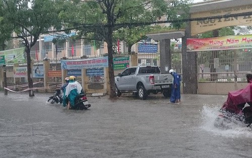 Hàng loạt trường Đại học ở TPHCM cho sinh viên nghỉ học tránh bão số 9