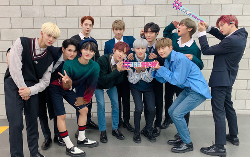 Ngoài thắng cúp đầu, Wanna One còn là nhóm nhạc Kpop duy nhất của năm nay làm được điều này