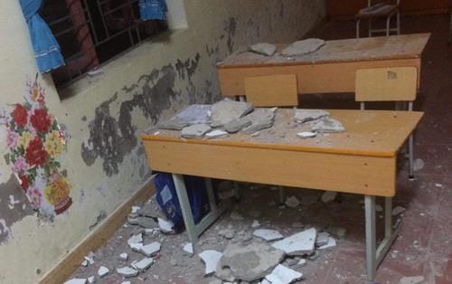Hải Phòng: Bị vữa trần nhà rơi trúng đầu, 3 học sinh lớp 1 nhập viện cấp cứu