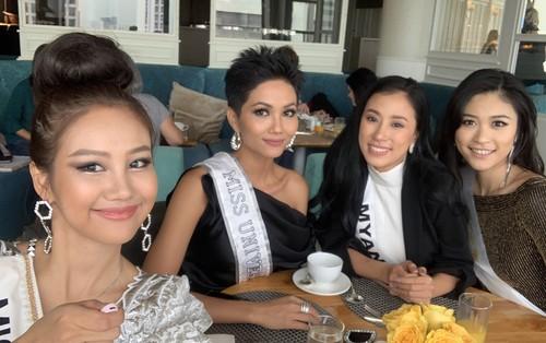 H'Hen Niê nhập cuộc Miss Universe 2018, thân thiết hết cỡ cùng dàn mỹ nhân quốc tế trong ngày đầu tiên