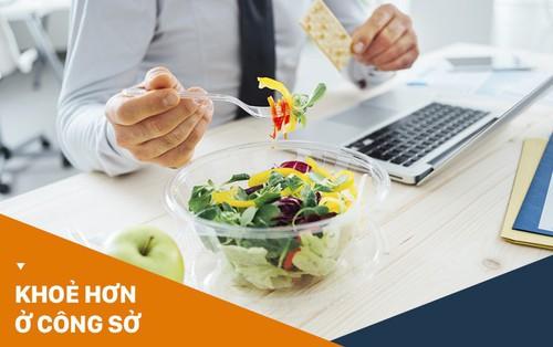 Dân văn phòng ngồi máy tính nhiều gặp phải hàng loạt vấn đề sức khỏe tai hại, hãy thử Eat Clean ngay để khắc phục