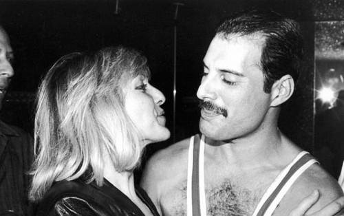 Câu chuyện về huyền thoại Freddie Mercury cùng người phụ nữ duy nhất mà ông yêu trong suốt cuộc đời