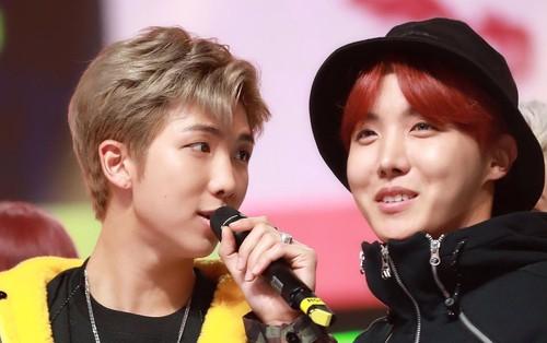"""Nam ca sĩ có lượt nghe cao trong 24 giờ đầu năm 2018: RM, j-hope (BTS) lập kỉ lục quốc tế nhưng """"hẻo"""" ở Hàn"""